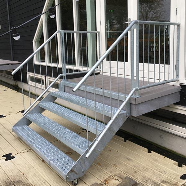 Stalen binnen en buitentrap de vos metaal for Stalen trap maken